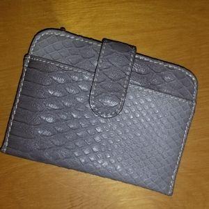 🔊 2/$20 NWOT Grey Snakeskin Wallet